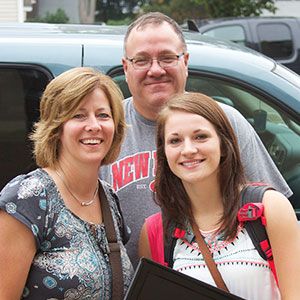 Family moving student into dorm